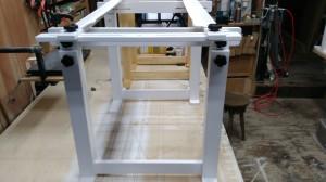 刺繡台、作業台に刺繍枠メティエ設置